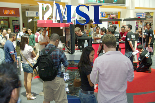 It wasn't only the contestants who had a chance to check out the latest MSI products. The crowd started to gather around the competition area, and had some time to enquire about more MSI products at the MSI booth.