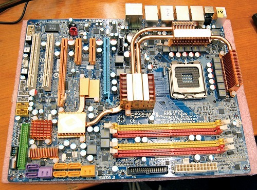 And here she is - the GA-EP45-DQ6 motherboard. While not appearing anything out of the ordinary for a high-end board from the company, you'll soon find out that there's a lot more features crammed into this seemingly 'normal' board.
