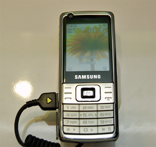 We will round off Samsung with yet another phone that�s has not reached our shores. The L700 is a 12.8mm slim bar phone with a 2 Megapixel camera, FM Radio with RDS and multi-format music and media player.
