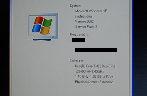 We couldn't quite get the specs for the E4200 as they didn't really have an official one, so we had to resort to more subtle measures. Note that while Windows XP is seen here, the final retail unit will have Vista installed with the optional XP downgrade via the Microsoft loophole.