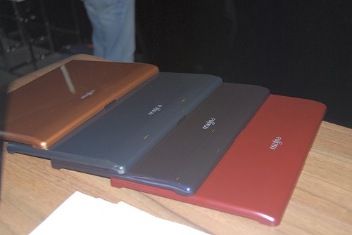 The snap on covers (Fujitsu calls them Color Lids) are what makes the M1010 different from other netbooks out there, allowing the user to customise their netbooks to their mood and preference.