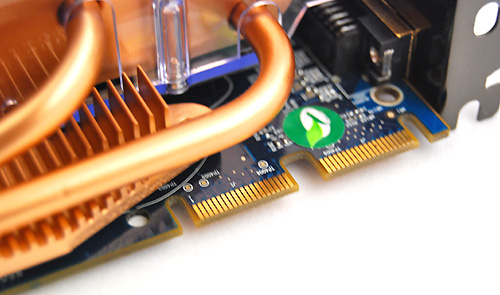 Under the thick heat pipes are two CrossFire connectors, allowing for a maximum of four HD 4850 to be setup in CrossFireX.