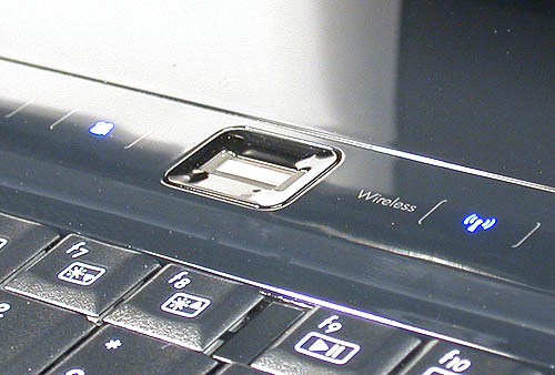 Fingerprint recognition has been integrated into the Windows Vista operating system used in the HDX. After a simple registration process, you can use it for a variety of authentication purposes for programs and account access.