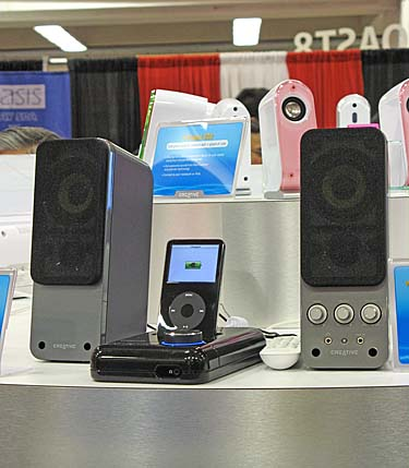 Creative was at the showfloor this year, and has showcased many products, including this Xdock Wireless for the iPod. Basically, you connect your stereo system or speakers to the Xdock, dock your iPod, place the X-Fi Wireless receivers all over and the Xdock will beam your tunes everywhere. Pretty neat, huh?