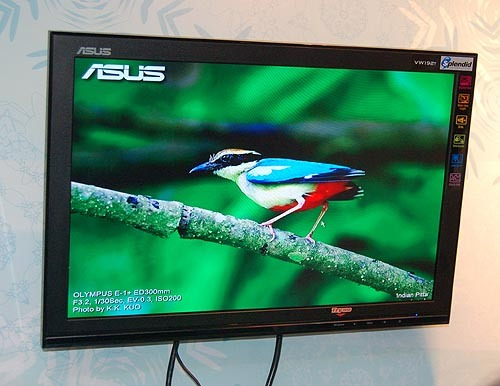 This is the most affordable widescreen 19-inch monitor ASUS had on show, the VW192T. For $309, you get 5ms panel with a resolution of 1440 x 900, 800:1 contrast ratio and brightness of 330 candelas. Also comes built-in with a pair of 1W speakers. The promo price comes with a pair of movie tickets and a DVI-D cable.