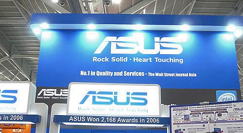 Unfortunately, the eagerly awaited ASUS Eee PC was not yet launched when we dropped down at the ASUS booth. However, it should be available for sale at Sitex on Dec 1st.