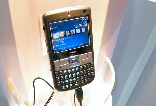 The M530w is ASUS' very first Windows Mobile 6 smartphone featuring a 416MHz PXA270 processor, 256MB+64M memory, 2.4-inch 65k TFT screen and a 2MP camera. Standard features include 3G, Wi-Fi, Bluetooth, a QWERTY keypad, Microsoft and Blackberry push email clients and business card recognition.