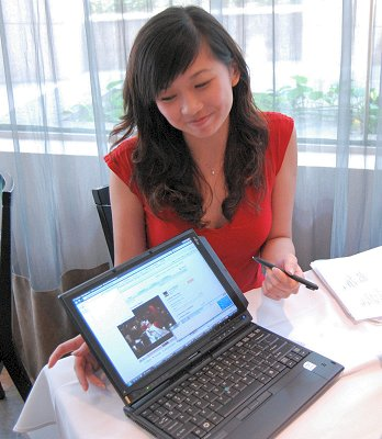 We watched as she showed off her LifeBook T2010 Tablet PC, which has a 12.1-inch display with Core 2 Duo U7600 processor, 1GB RAM and a 160GB HDD.