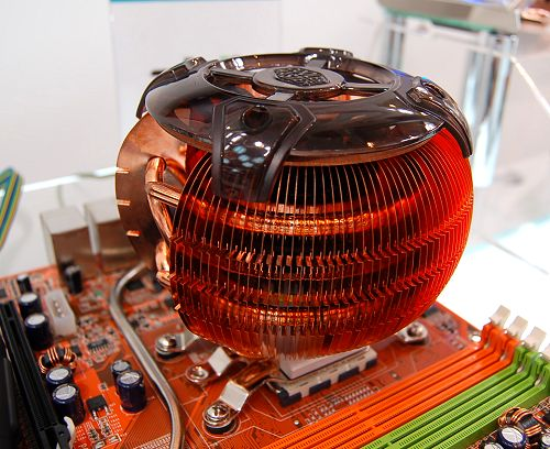 Most of the new coolers were successors of their predecessors, such as this Mars 2 CPU cooler. The original Mars was an all-passive cooler, but the Mars 2 incorporates a small 60mm fan within its huge heat sink structure. Contains quad heat pipes, copper base and copper radiating fins. An external fan speed controller is provided. The whole cooler unit alone weighs a staggering 684.5 grams.