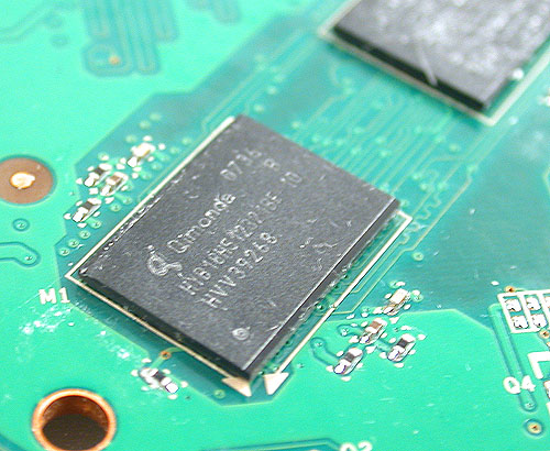 1.0ns DDR3 memory chips from Qimonda are found on our reference card.