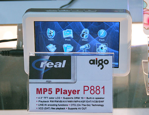 Here's one of aigo's MP5 players, the P881, which comes with 160GB of storage, more than sufficient for hours of entertainment to relieve your weary commuting.