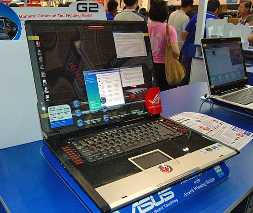 ASUS is one of the few vendors quick to capitalize on the new Intel Santa Rosa platform. The G2S shown here is the vendor's most powerful notebook offering. Driven by a Core 2 Duo T7500 (2.2GHz, 800 FSB, 4MB L2), Intel 965PM chipset, GeForce 8600M GT 256MB, 2GB DDR2 and a 200GB HDD, this 17-inch desktop replacement is seriously tuned for gaming. It's also loaded with Windows Vista Ultimate edition for the added advantage. $3988 bags you this notebook as well as other goodies worth $760 that's only available at this PC Show.