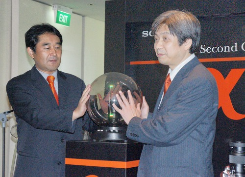 The A700 was launched to typical Sony fanfare and a speech by the Deputy Senior General Manager of Sony's Alpha Camera Mount Division, Mr. Keiichi Ishizuka (right).