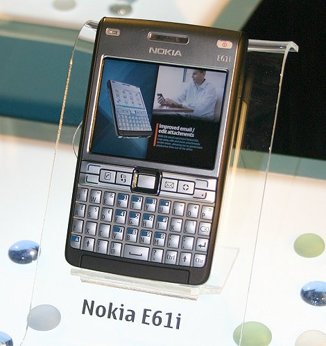 The first version of the E61 was good in many ways but many lamented at its lack of image capturing capability. Nokia apparently listens to customers and the result is the new E61i with improved QWERTY keypad, a 2.0-megapixel camera and a metal faceplate to give it a more refined look than its predecessor.