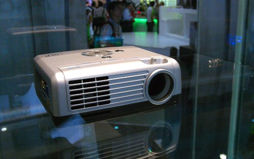 Besides digital camera's, Foxconn had a range of business and consumer projector prototypes on display as well. Since Foxconn acquired Premier Image Technology last year, it has been expected Foxconn will venture into the digital imaging arena.