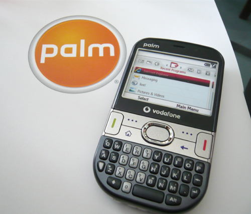Streamlined design with rounded edges, the Palm Treo 500v definitely fits around your hand with comfort and ease.