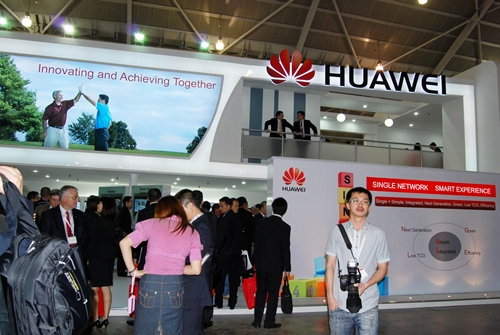 We dropped by Huawei's booth and were surprised by the amount of love they have given to Android - incorporating the popular open-sourced OS into tablets and their handphones. Alongside these devices, the company also showed off a couple of nifty accessories like wireless dongles and USB thumbdrives.