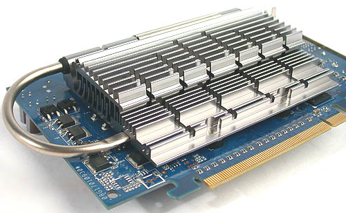 This is the heatsink mounted directly over the core and memory chips in its default position. However, only the core has contact with the heatsink. The memory chips are not cooled.