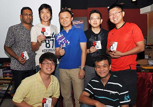 Lastly, our winners from Kingston's Challenge Your Memory game for an 8GB SDHC Kingston memory card posing with Mr Kai Wang.