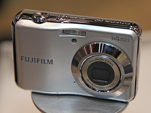 The FinePix AV200 is powered by AA batteries and comes with 14 Megapixel resolution. It has a Fujinon 3x optical zoom lens and it is capable of capturing images at up to ISO 3200.