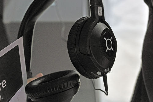 The MM550 Travel noise canceling headset is designed with frequent travellers in mind and can link with your smartphone via Bluetooth. The head pads were really comfortable when we tried it and enclosed our ears perfectly.