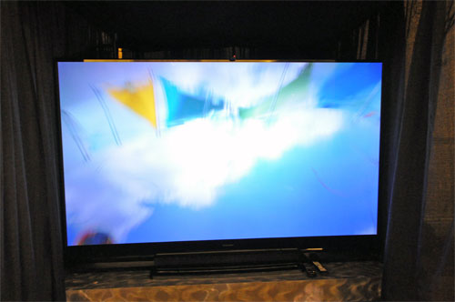 Mitsubishi Electric's 92-inch 3D TV joins the ranks of its other large size televisions and is planned to be sold for US$6000 once it's ready for retail. The unit seen here is actually a prototype demo unit.