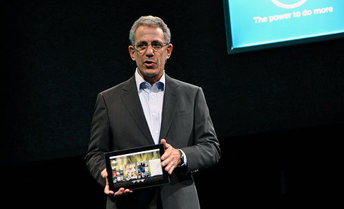 Dell showed a quick glimpse of a prototype unit of the Dell Streak 10. We've heard that it's only a static screen though, which means the unit is far from ready.