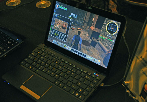 AMD was also present and basically demoed netbooks equipped with the Brazos platform. They looked quite capable of playing games on their own without a need for discrete graphics, which is always a good thing.