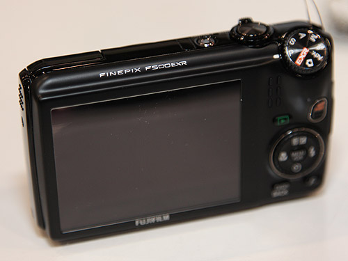 The FinePix F500EXR comes with a 3-inch LCD screen and it also can capture full HD videos.