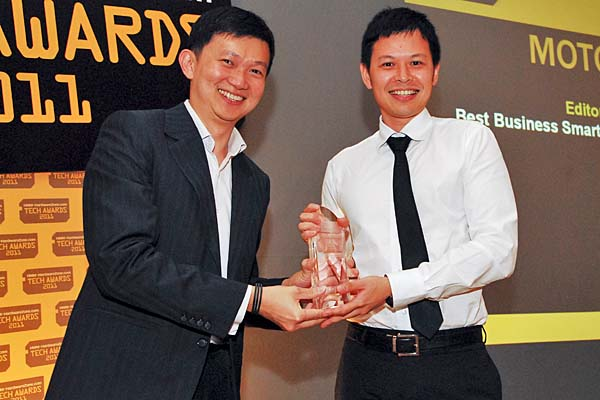 Mr. Crispian Leong, Regional Marketing Manager (Mobile Devices), Motorola Mobility Singapore Pte. Ltd., was present to receive the Editor's Choice award for Best Business Smartphone (Motorola Milestone).