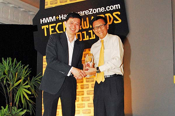 Canon won a total of six awards, including Reader's Choice for Best Point & Shoot Digital Camera Brand, Best DSLR Camera Brand, Best Inkjet Printer Brand, and Best Consumer HD Camcorder Brand. Here's Mr. Andrew Koh, Senior Director & General Manager, Consumer Imaging & Information Group, Canon Singapore Pte. Ltd., accepting the awards.
