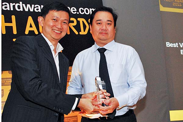 "Mr. Eugene Liew, HSB Country Manager (Singapore), Lenovo, accepting the Editor's Choice awards for both Best Value Business Notebook (ThinkPad Edge 14"") and Best Multimedia Notebook (IdeaPad Y560)."
