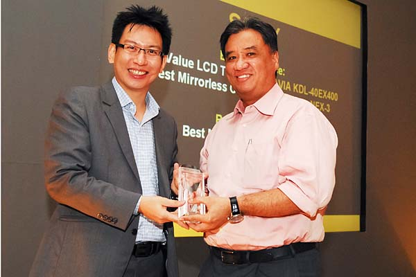 Sony won three awards this year, including both Editor's Choice and Reader's Choice in the mirrorless interchangeable lens camera categories. Mr. Leon Peraira, Corporate Communications Division, Sony Electronics Asia Pacific Pte. Ltd., was on hand to receive the awards.