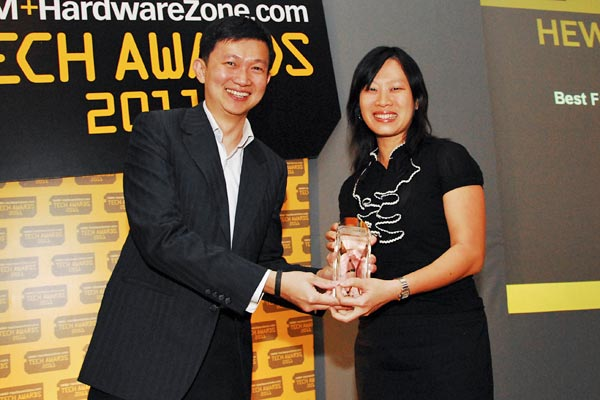 Ms. Grace Ho, Commercial Supplies Market Development Manager, Hewlett Packard Singapore, was present to receive the Reader's Choice award for Best Laser Printer Brand, and Editor's Choice award for Best Full HD 23/24-inch LED-backlit Monitor (HP 2310e).