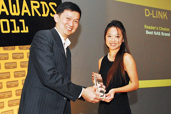 D-Link was voted by the readers as the best NAS brand. Here's Kat Ang, Account Manager for D-Link, accepting the award.