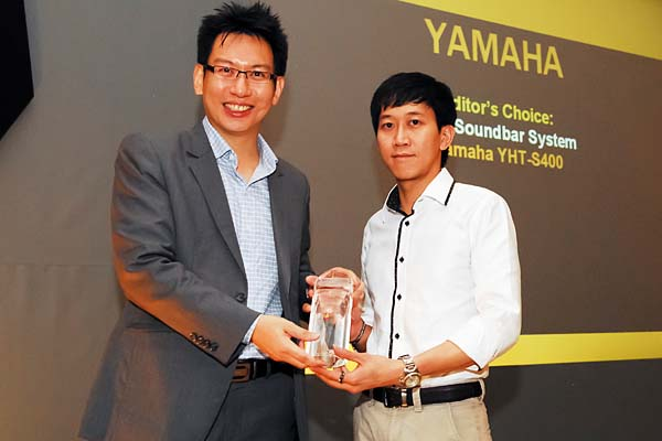 Mr. Alex Low from Yamaha Music (Asia) Pte. Ltd. was there to receive the Editor's Choice award for Best Soundbar System (Yamaha YHT-S400).