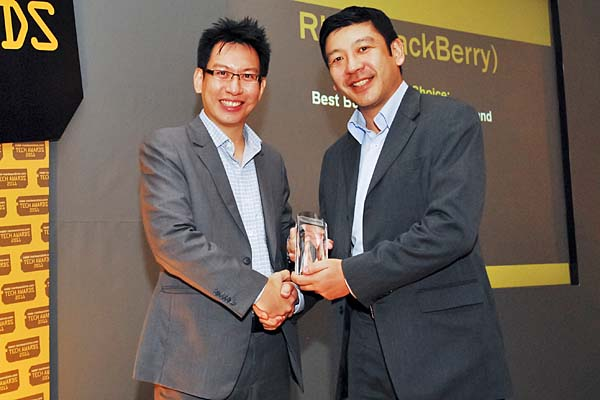 Reseach In Motion (RIM) won the Reader's Choice for Best Business Smartphone Brand for its BlackBerry series of business smartphones. Mr. John Leung, Director, Singapore & Emerging Markets, Reseach In Motion Singapore Pte. Ltd., was there to receive the award.