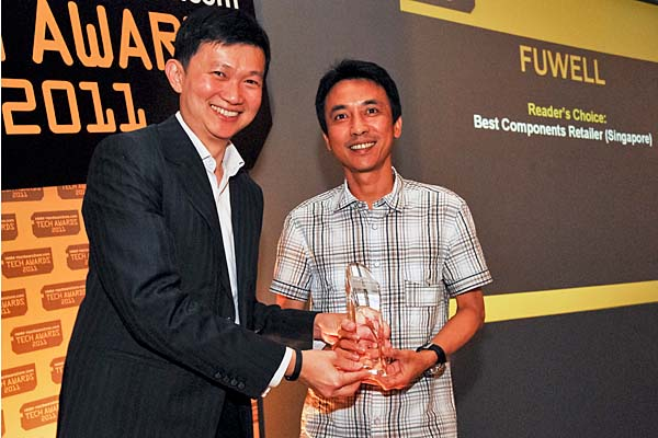Mr. Gary Ong, Managing Director of Fuwell International, accepting the Reader's Choice award for Best Components Retailer (Singapore). This is the second year running that Fuwell has won this award. For those who remember our very first awards ceremony in 2000, Fuwell came out tops even back then.
