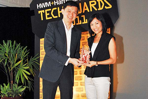 Bose was the Reader's Choice winner for Best Home Theater System Brand, and its QuietComfort 15 headphones won the Editor's Choice for Best Noise Canceling Headphones. Ms. Tammy Chan, Marketing Manager at Atlas Sound & Vision Pte Ltd was present to receive these awards on behalf of Bose.