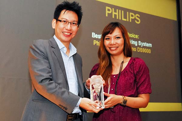 Ms. Eileen Phang of Philips Electronics Singapore Pte. Ltd. was there to receive the Editor's Choice award for Best Speaker Docking System (Philips Fidelio Primo DS9000).