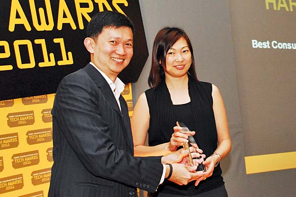 For a second year running, Harvey Norman won the Reader's Choice for Best Consumer Electronics Megastore (Singapore). Here's Ms. Jennifer Wong, Assistant Product Manager, Computers & Communications, Harvey Norman, accepting the award.