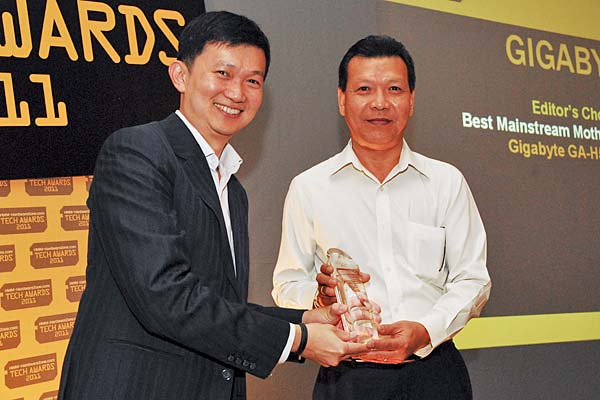 Mr. Francis, Operations Manager, CDL, accepting the Editor's Choice award for Best Mainstream Motherboard for Intel (GA-H55N-USB3) on behalf of Gigabyte.
