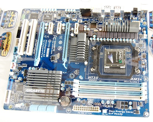 For the less demanding, the AMD 970 chipset board with a single PEG slot support could be more than adequate. This is the GA-970-UD3 motherboard sporting dual PEG slots - the second one just has an x4 bandwidth that draws upon the PCIe lanes on the Southbridge SB950 chipset. Hence, it's not ideal to use a second graphics card on the AMD 970 chipset.