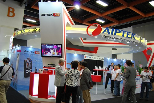 Aiptek, if you recall our previous coverage in CES, was the first to get a 3D handheld camcorder in to the market.