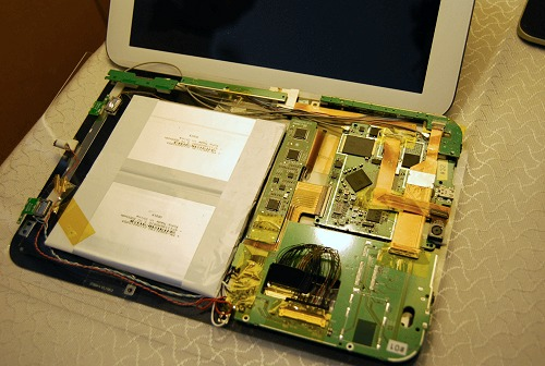 And this is the internals that make up the 10-inch edition. As you can see, a good portion of it is occupied by the battery.