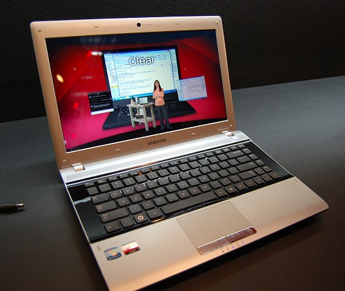 A champagne colored and contoured Samsung RV415 notebook sporting the Fusion platform raises the profile of this class of portable computes a fair bit. It can be easily mistaken for a much more expensive product.