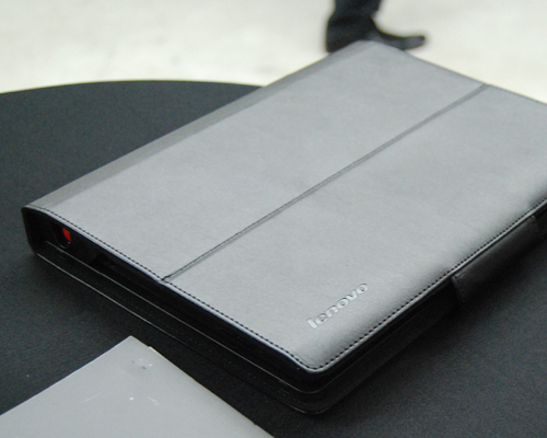 The Folio case takes the same design approach as its ThinkPad series: predominantly black with a somber overall look.