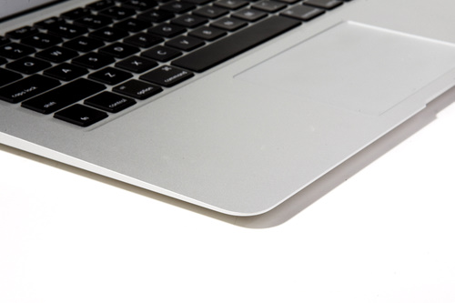 It's a good thing the MacBook Air is as thin as it is, otherwise your wrists might start bleeding after the 10th hour of using the machine. Look at how sharp those edges are.