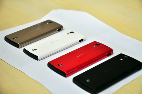 The Xperia ray is available in four shades: black, pink, white and gold.