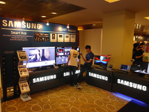 Find the best Smart TV deals at the Samsung booth. Just remember, you'll have to find sufficient space to mount your new HDTV if you decide to purchase one at Comex 2011.